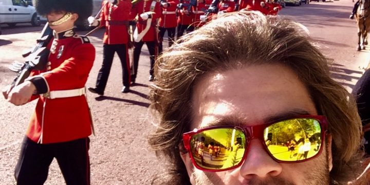#77 Get a Picture with a Buckingham Palace Guard